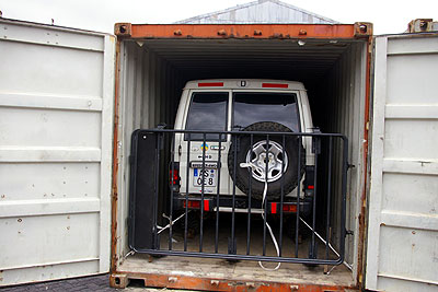LandCruiser im Container